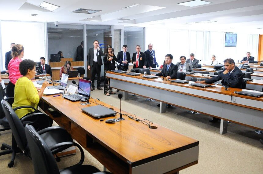 Jovens senadores de alerta sobre produtos cancerígenos vira projeto