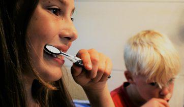 Os benefícios em usar a pasta dental natural