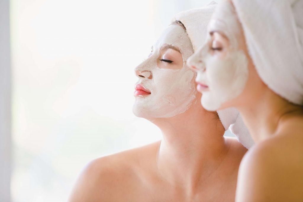 Quer ter uma pele jovem? Conheça 5 óleos essenciais perfeitos para isso!