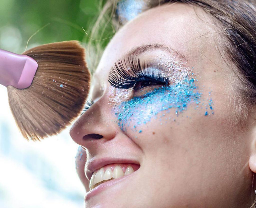 Glitter Biodegradável: Uma opção para manter o brilho no carnaval, sem poluir o meio ambiente!